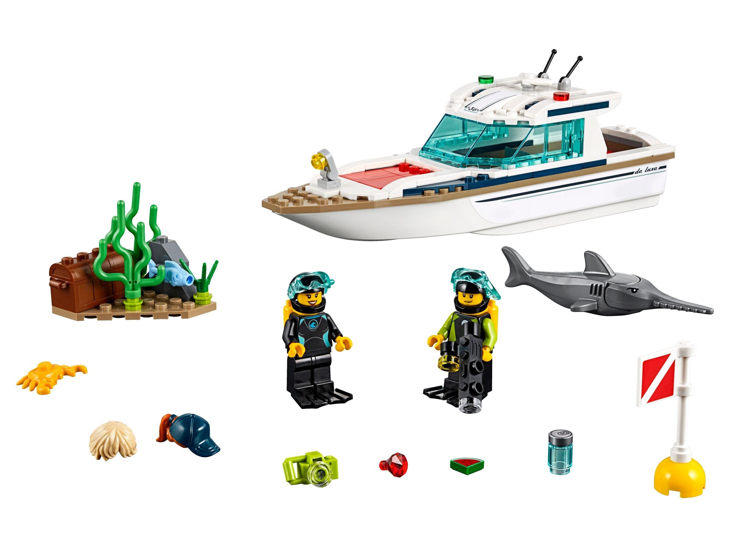 LEGO 60221 City Tauchyacht, Spielzeug mit 2 Taucher-Minifiguren, Meerestieren